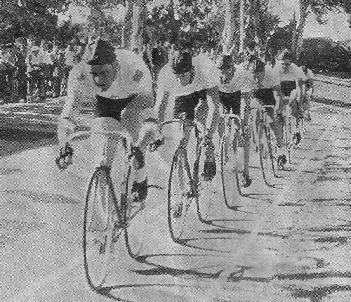 GODWIN LEADING THE BUNCH IN THE 10-MILE Followed by Lausbacher, Otto, Burgess and Mitchell (with glasses) Paarl 19 January