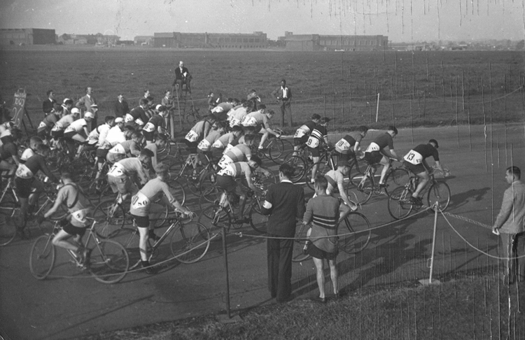 R A F Mass-Start Championships - R A F St Athan - 1948 Airfield buildings can be seen in the background.