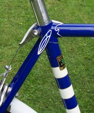 Close-up detail shots showing Prugnat lugs